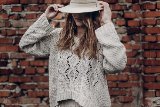 Individuelle Mode für die Herbstzeit (Bild: Bogdan Sonjachnyj - shutterstock.com)