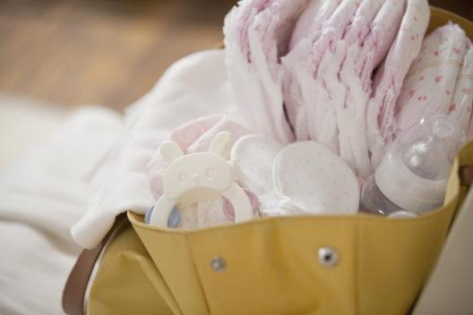 In eine Wickeltasche passt viel hinein. (Bild: KPG Ivary - shutterstock.com)