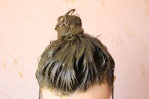 Mit Henna benetztes Haar (Bild: ANATOLY Foto - shutterstock.com)