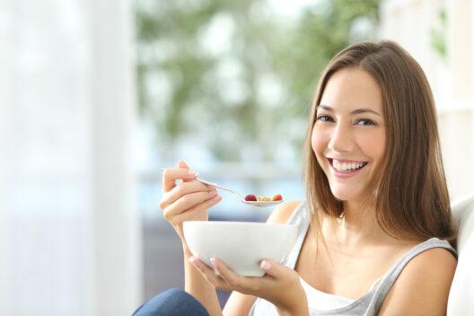 Sich wohlfühlen - auch mit guter Ernährung (Bild: Antonio Guillem - shutterstock.com)